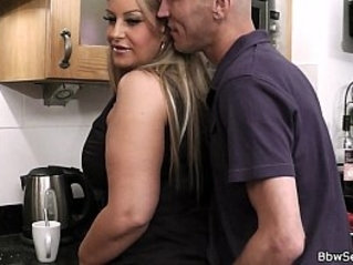 Cheating on wife with two sexy plumper