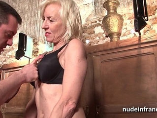 Sexy amateur french mature deep analized with her mouth in a bar