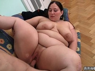 Deep in her pussy therapy for big belly plumper