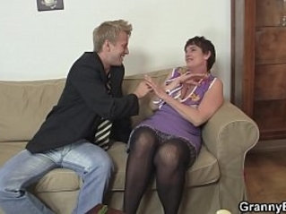 Old grandma in stockings fucked on the couch