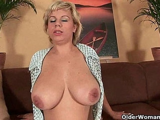 Soccer mom works her mature with dildo