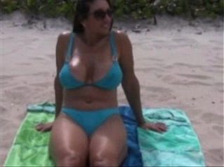 Milf hot exposed at the beach
